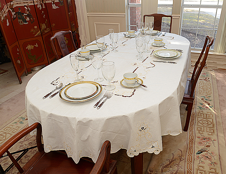 """oval tablecloth 68""""x144"""". White & Eggnog colored"""