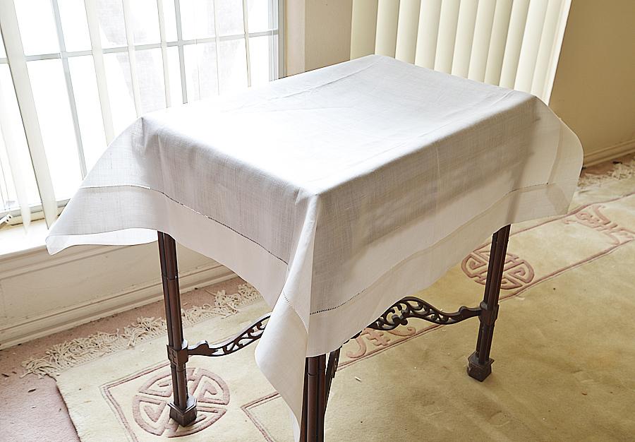 Linen Winter White colore square tablecloth